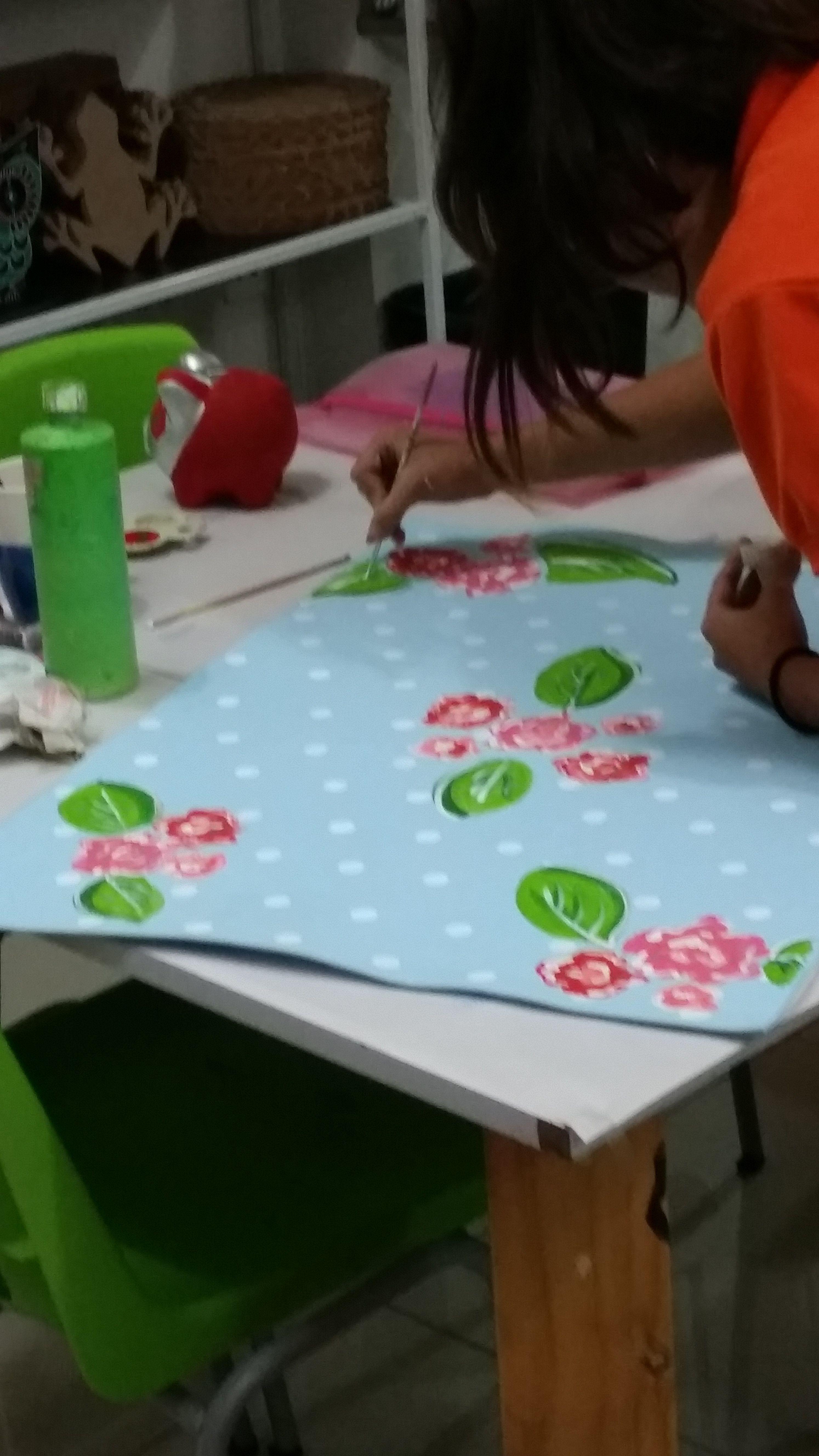 Idea para la caja de regalos. hecha en Cafe Pintado. Rositas.
