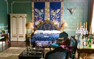 Princess Eleanor S Bedroom From The Set Of The Royals The E Tv Series Royal Room Royal Bedroom Interior