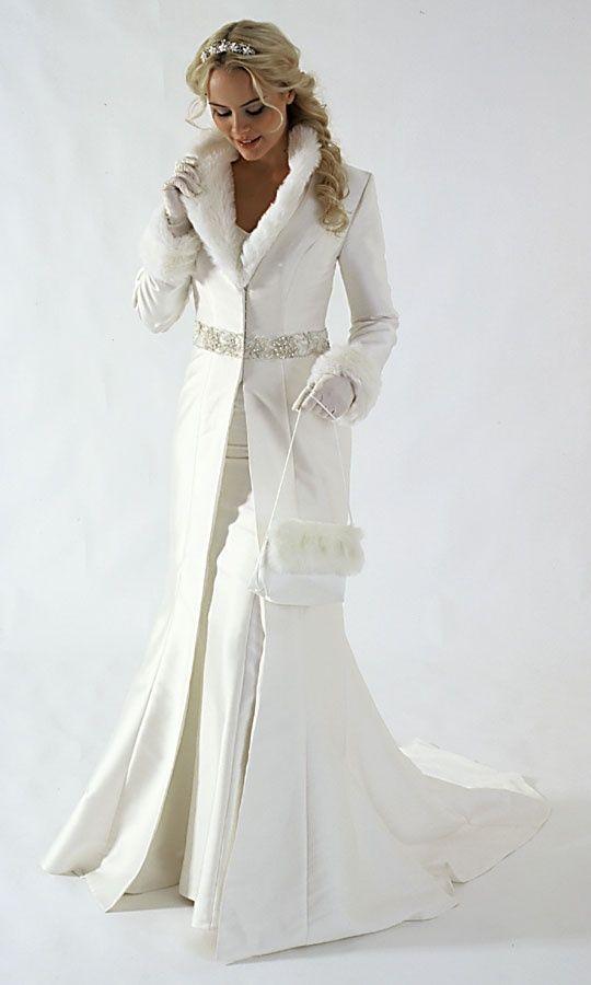 abrigo largo de novia en crepe de lana, con cuello y puños de piel