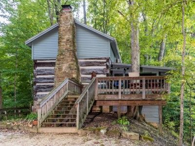 The Book Log Cabin In Brown County Indiana Mcginley Vacation Cabin Rental With Images Vacation Cabin Rentals Cabin Rentals Cabin
