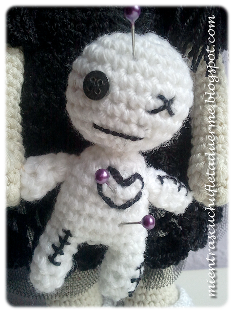 Amigurumi Voodoo Doll : AMIGURUMI CROCHET GOTHIC DOLL WITH VOODOO TOY. AMIGURUMI ...