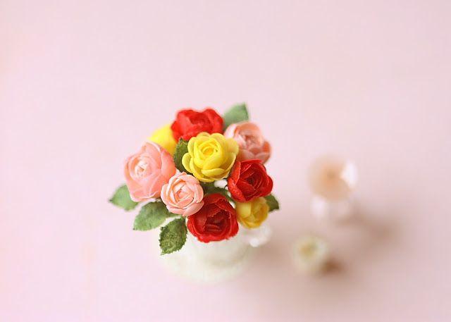 Dollhouse Miniatures, Miniature Food Jewelry, Craft Classes: Dollhouse Miniature Flowers - Rose Bouquet Arrangement