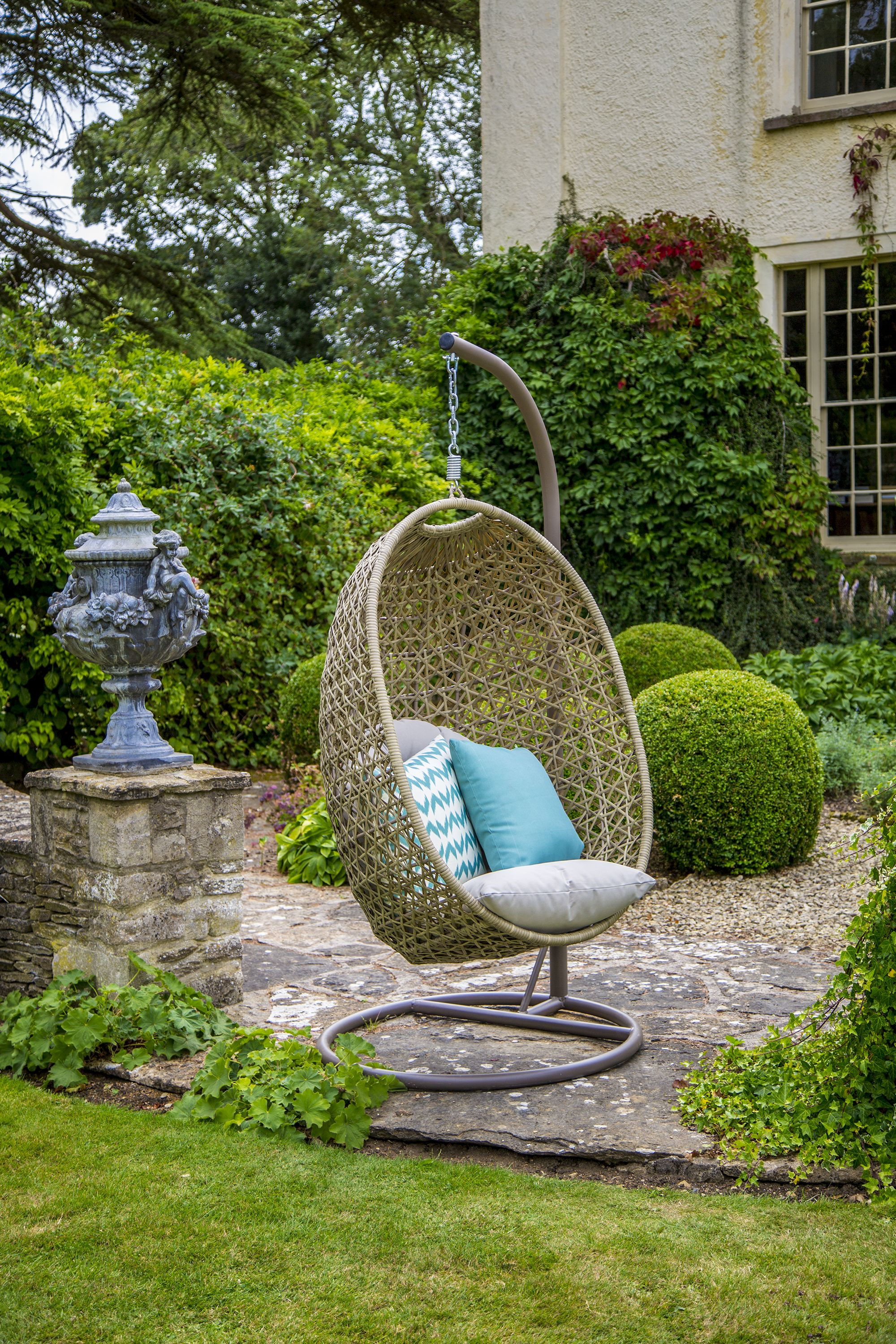 Quirky comfortable and the ultimate restful retreat somewhere to