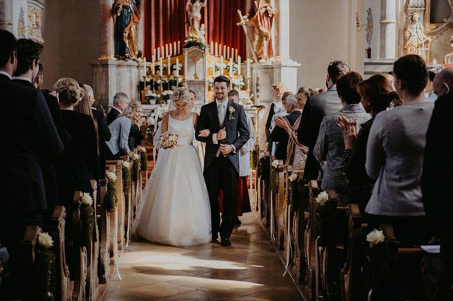 Eine Vintagehochzeit Mit Kirchlicher Trauung Im Fruhling Kirchliche Hochzeit Kirchliche Trauung Vintage Hochzeit