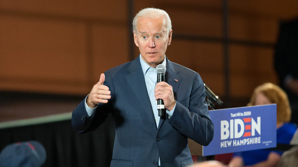 Presidential Candidate Joe Biden Holds Campaign Town Halls In New Hampshire Blue Collar Worker Joe Biden American Presidents