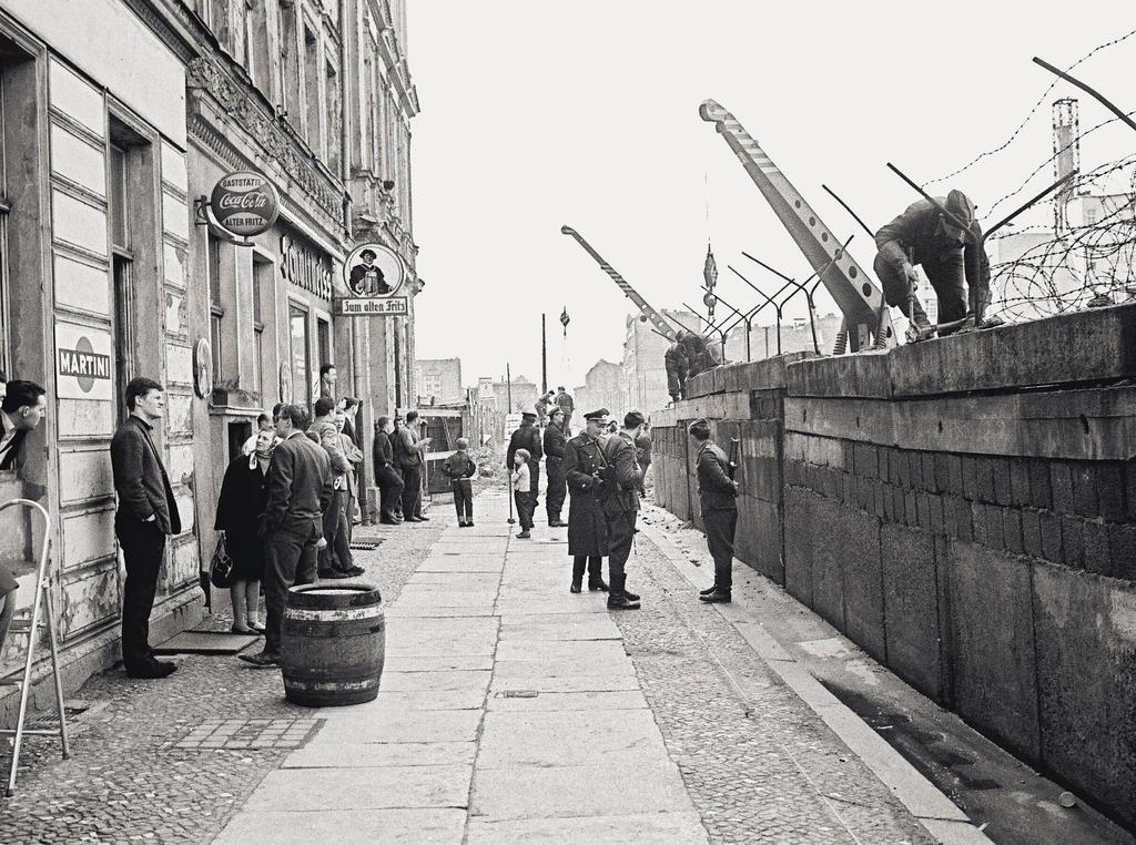 Connu Les 25 meilleures idées de la catégorie Construction mur de berlin  BB44