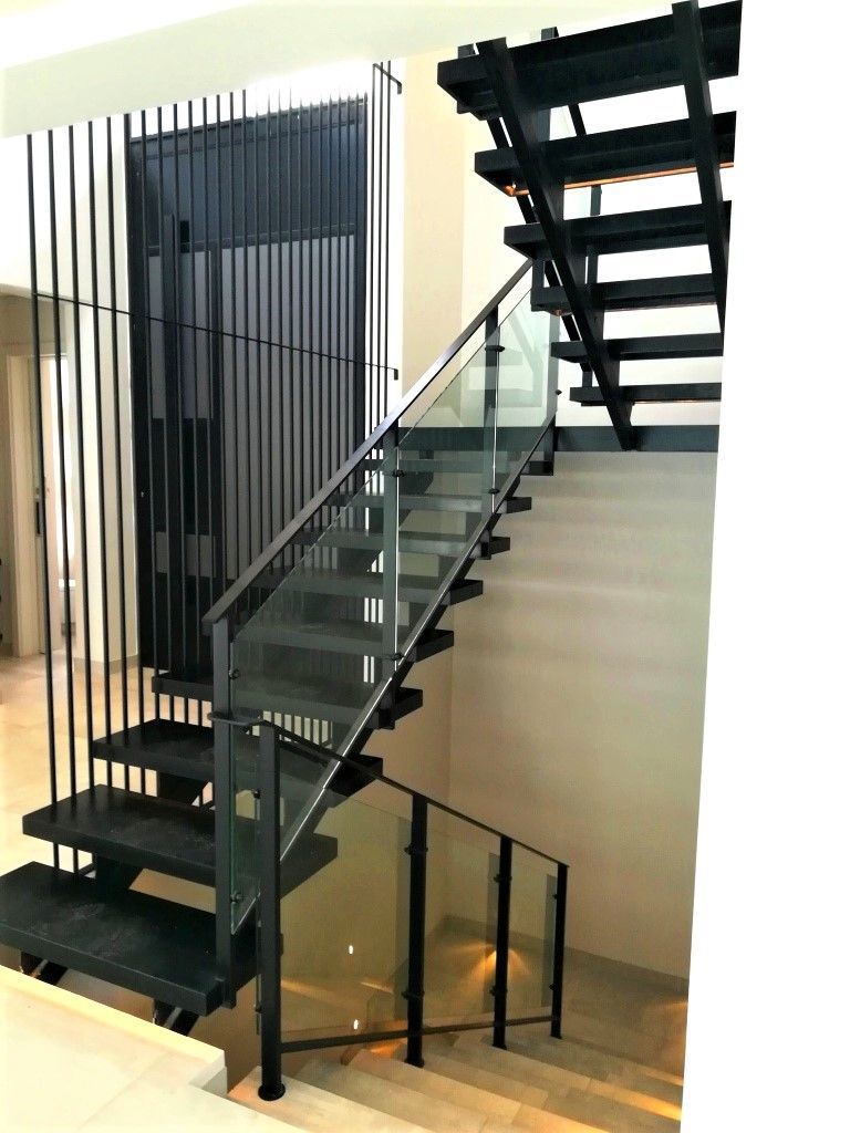 Best Mild Steel Double Stringer Staircase With Black Granite 400 x 300