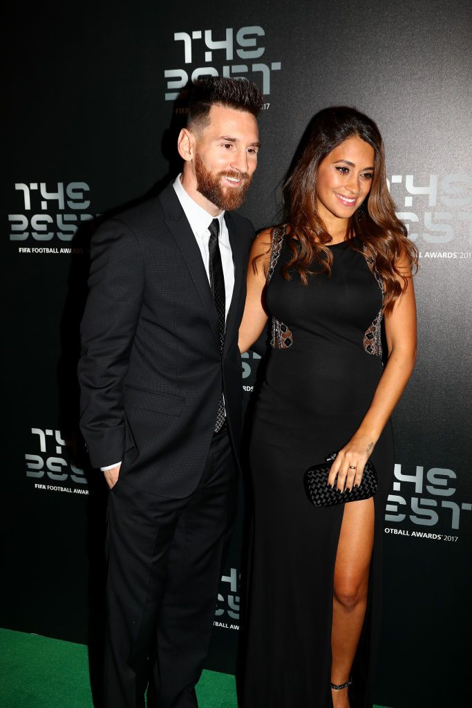 London England October 23 Lionel Messi And Wife Antonella Roccuzzo Arrive For The Best Fifa Football Awards Green Carpet A Fussball Freundin Fifa Fussball