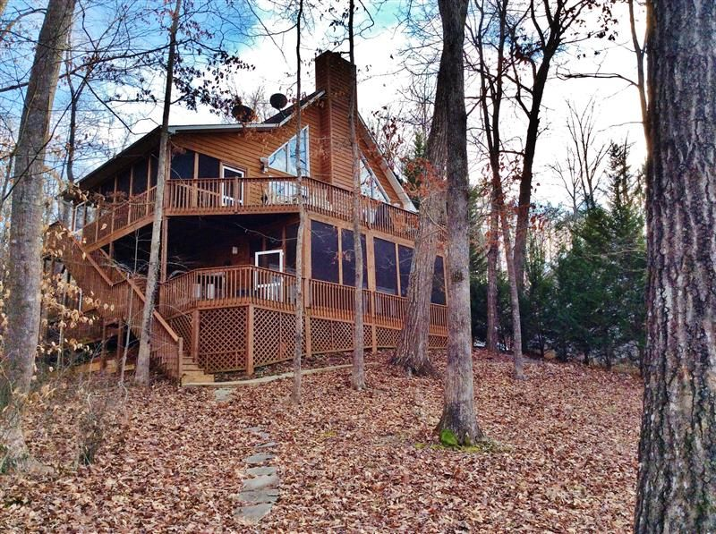 Picturesque 4BR Lakefront House w/Sweeping Lake & Cove