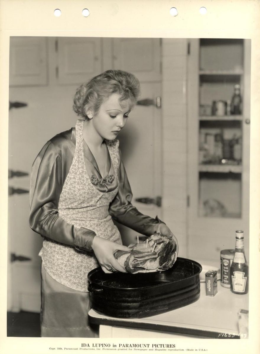 1930 S Kitchen Roasting Pans Look The Same Vintage Housewife