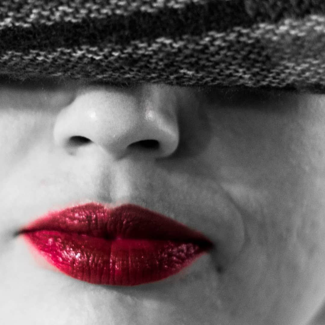 #imthelight #portraits #portrait_vision #portraitphotography #model #beautifulgirls #background #expressyourself #colours #lifetime #project #series #orava #makeup #lips #red #bnw_captures #bnw #lipsbackground