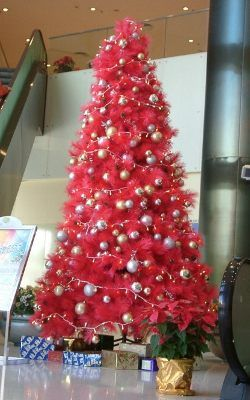 Un rbol rosa atrevete navidades atrevidas - Como decorar un arbol de navidad en rojo y dorado ...