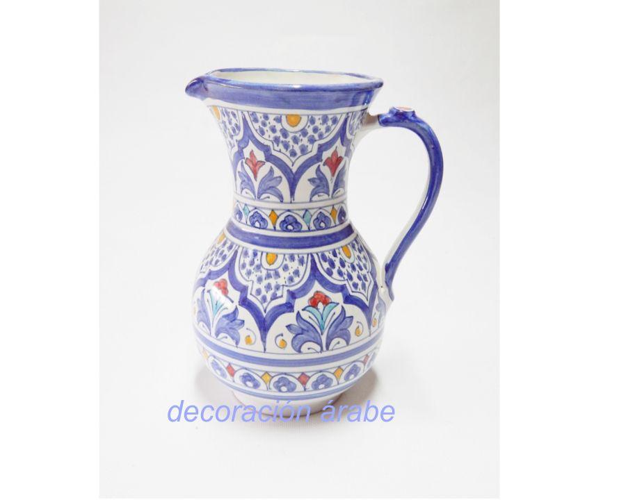 Jarra de cerámica andalusí andaluza, de inspiración árabe, realizada artesanalmente por alfareros de Granada, fiel reproducción del siglo XII-XV de las formas, colores y motivos florales.