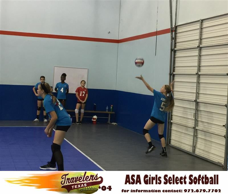 Elizabeth Schaefer Watches Kaydee Bennett Serve During Their First Texas Assault Volleyball Tournament In Plano Texas Both Texas Travelers Softball Players Ar Softball Players Volleyball Tournaments Softball