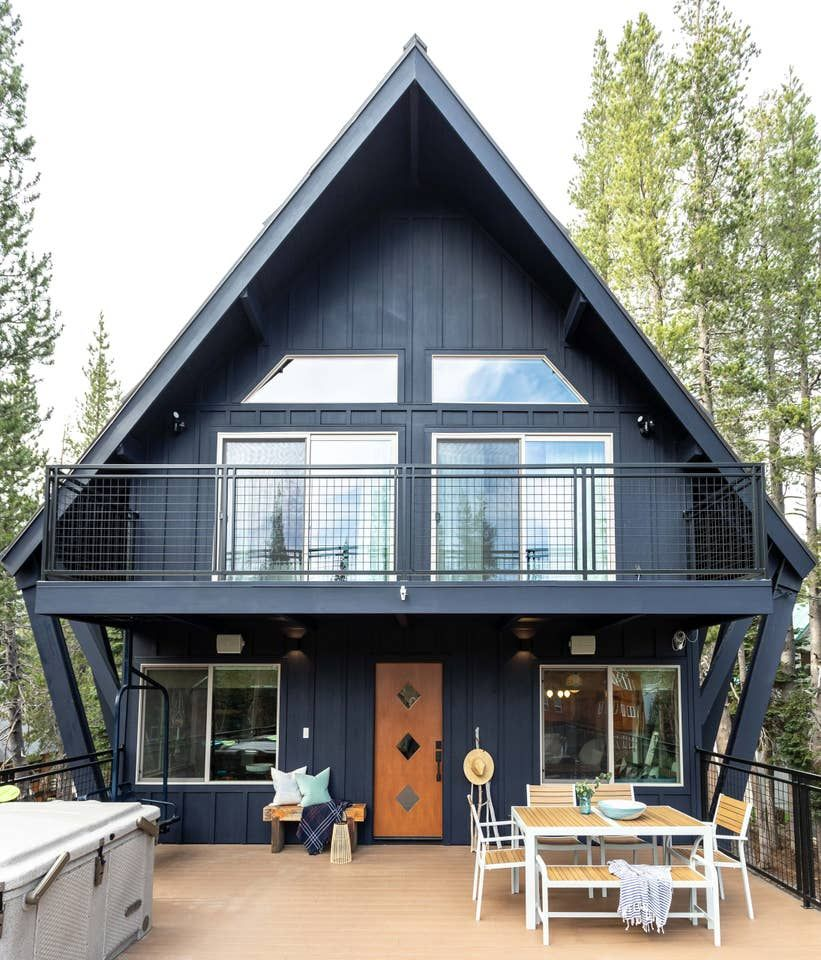 Van Norden Lodge Serene Lakes Hot Tub Sauna Cabins For Rent In Soda Springs California United States Cabin Life Hot Tubs Saunas House Styles