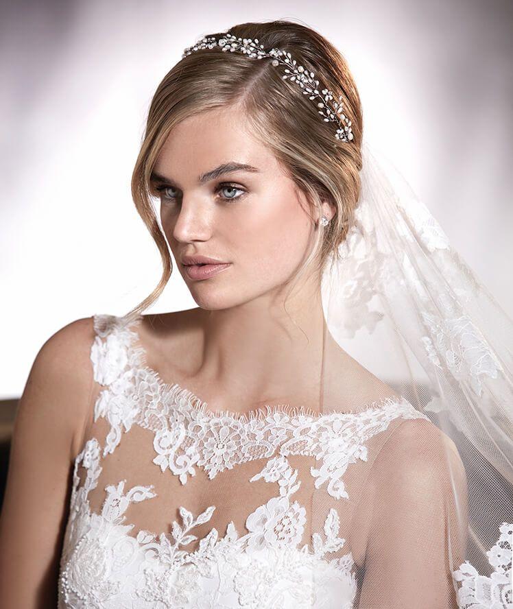 agata - vestido de novia en crepe, con silueta sirena y escote