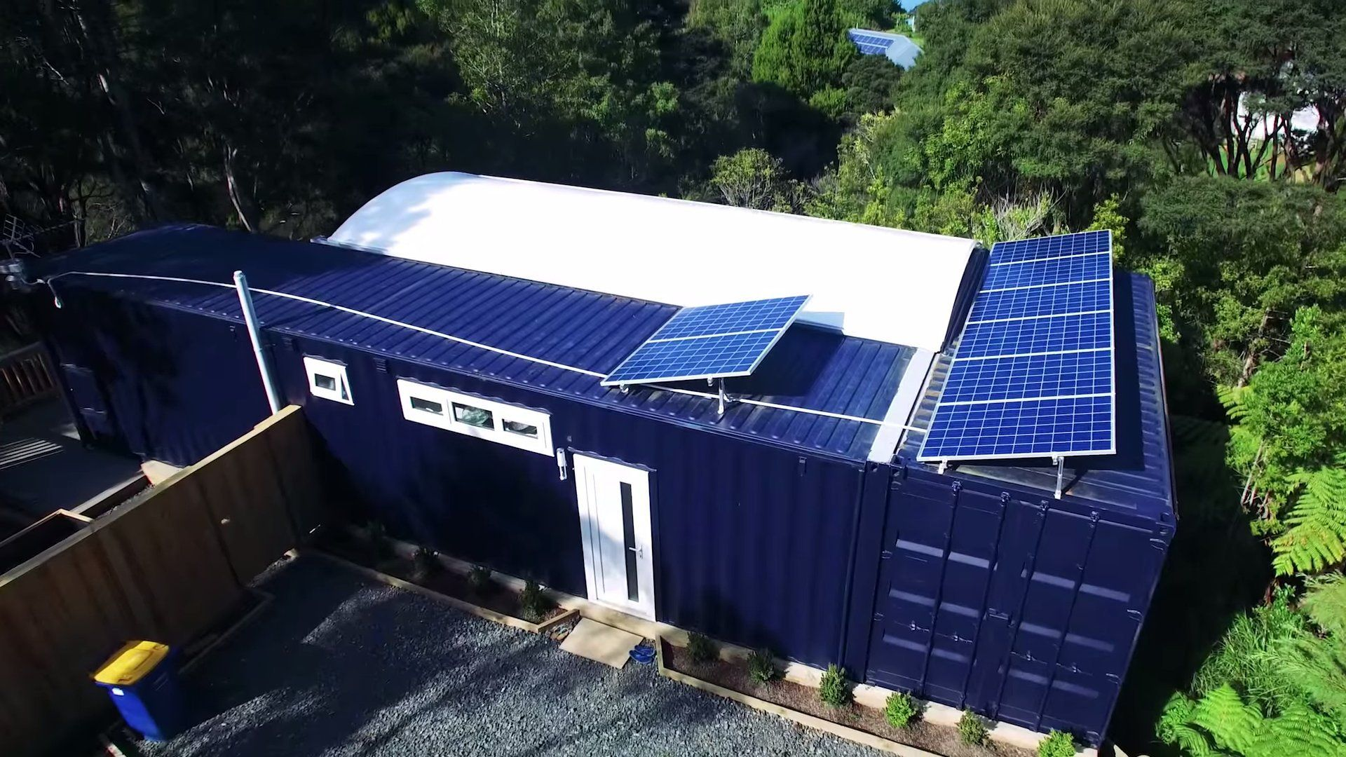 Woman S Solar 484 Sq Ft Shipping Container Home Shipping  # Muebles Solares