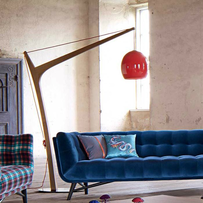 Part of Les Contemporains collection, Accastillage is yet another statement floor lamp from well-known French brand Roche Bobois. Standing on a round stainless steel base, the walnut structure has...