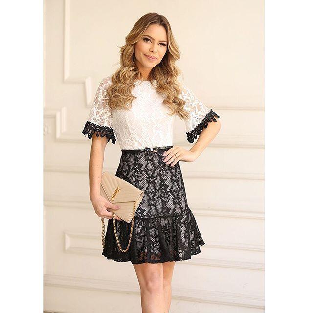 Girlie mood! @ge_americano com vestido de renda ultra feminino ✨ Look ideal para as festas de final de ano que estão chegando! #fashion #look #girlie #blackandwhite #cute #girl #dress #nanaminze #moda #feminina #atacadoevarejo