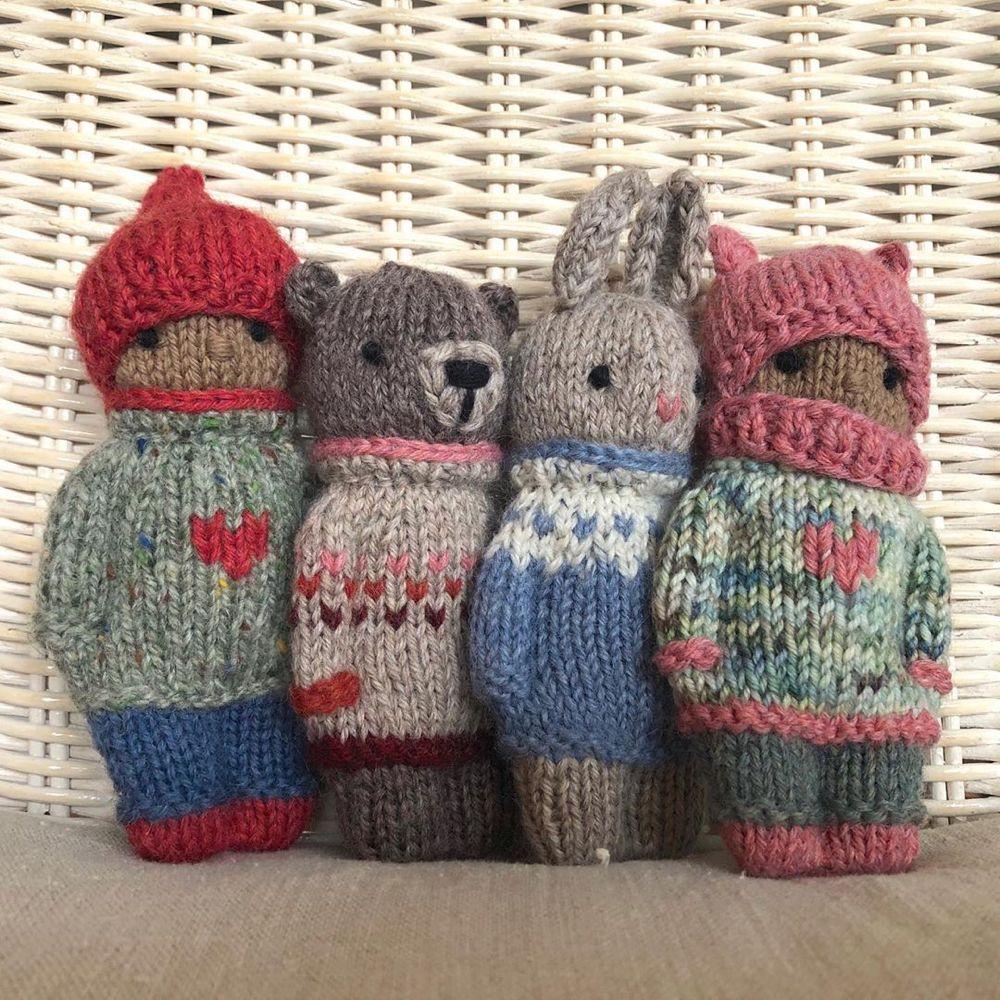 """Photo of Gudrun Dahle auf Instagram: """"❤️??? Diese vier Knitty Kids werden für eine Auktion von @trueartofgiving gespendet, die in der zweiten Woche von… stattfinden wird."""""""