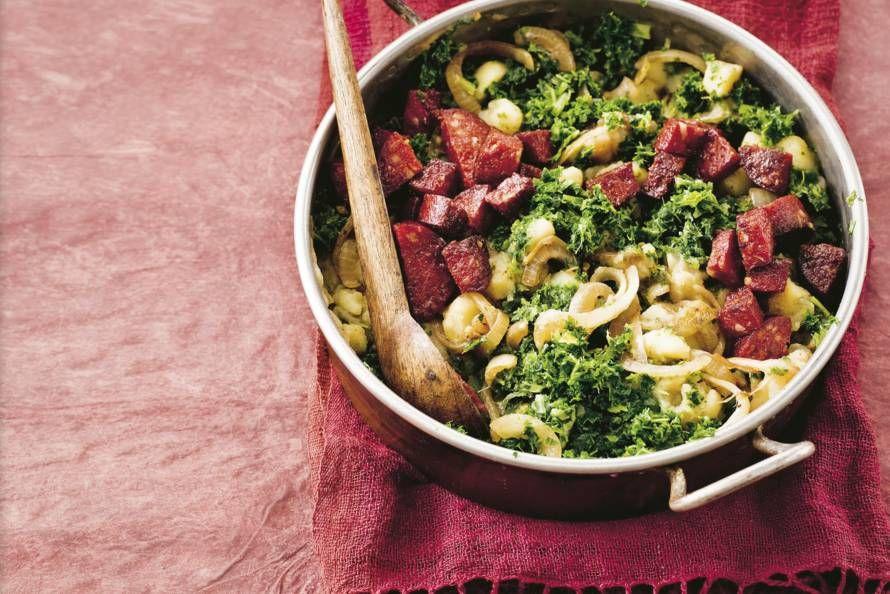 Met de kruidige Spaanse worst, knoflook en ui is deze wintergroente bijna niet meer Hollands te noemen - Recept - Allerhande