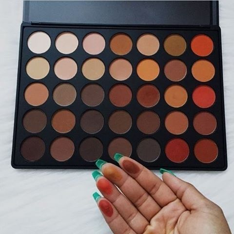 So Pigmented, So P R E T T Y 35OM Palette ( by @_cassieberry) #MorpheBrushes…