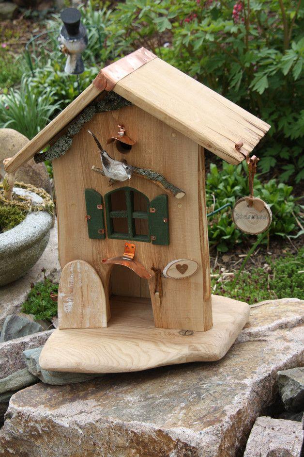 individuelles vogelhaus mit nistkasten auf der r ckseite zum ffnen das dach und die. Black Bedroom Furniture Sets. Home Design Ideas