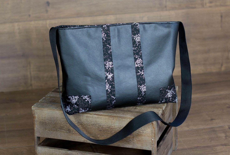 Le premier #sac cousu par Sophie d'un modèle Alex, en simili s'il vous paît.  Patron de #couture Sacôtin