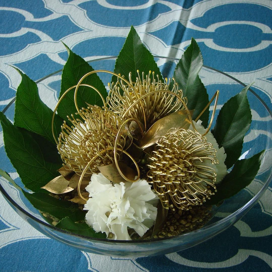 #C2Mdesigns #floral #floraldesign #centerpiece #pincushion #protea #fatsia #gold #metallic #wire #aluminum #contemporary #texture #style #simplicity #minimalist #event #corporateevents #harvardtrack #boston #bestbuddieschallenge #designsthatrock #instagood Designer: #christinemccaffery