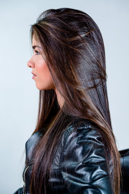 une longueur xxl ultra-lisse et brillante avec un léger hair