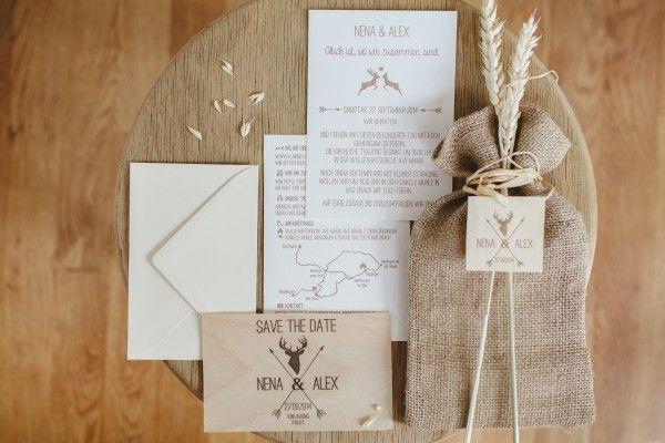 Monogramm kalligrafie lackfolie es tut sich einiges in for Hochzeitseinladung holz