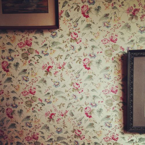 Lovely Floral Wallpaper Floral Wallpaper Country Cottage Decor Country Cottage