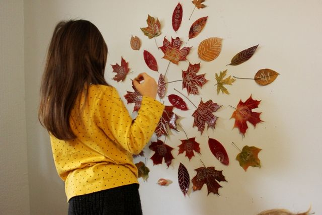 Fall Leaf Mandala mandala de feuilles pressées, séchées et doodled