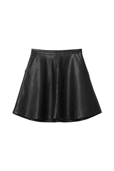 Falda negra y cuero. perfect