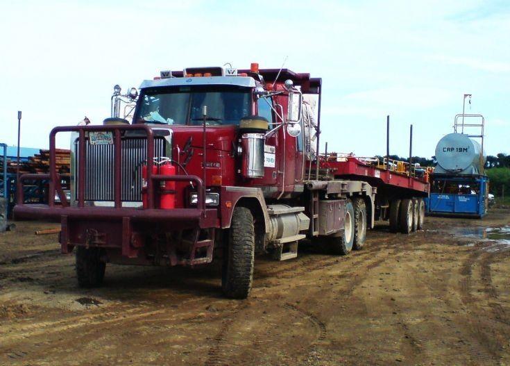 Truck Photos Western Star Truck Transporting Oil Equipment Western Star Trucks Truck Transport Trucks