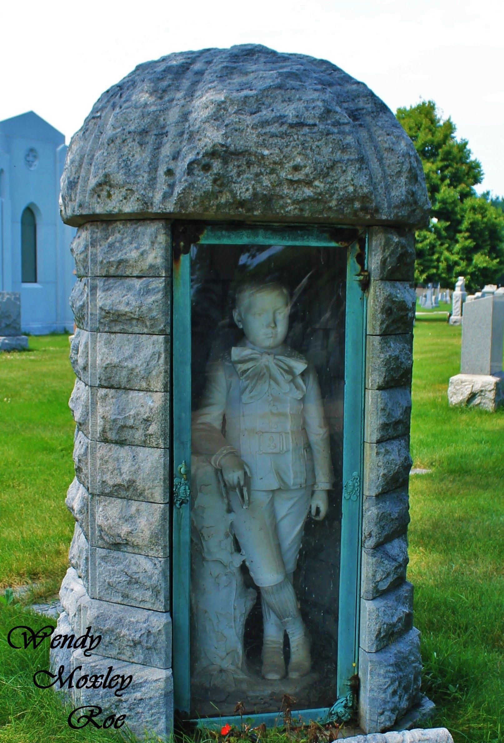 Calvary Catholic Cemetery in Evanston, IL