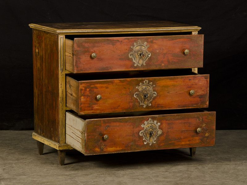 A Biedermeier period chest of drawers with the original painted finish from Germany c.1820. This chest with its three equally sized drawers is a wonderful example of rural german craftsmanship that takes its inspiration from the finely inlaid timber pieces seen in the homes of the nobility and upper classes.