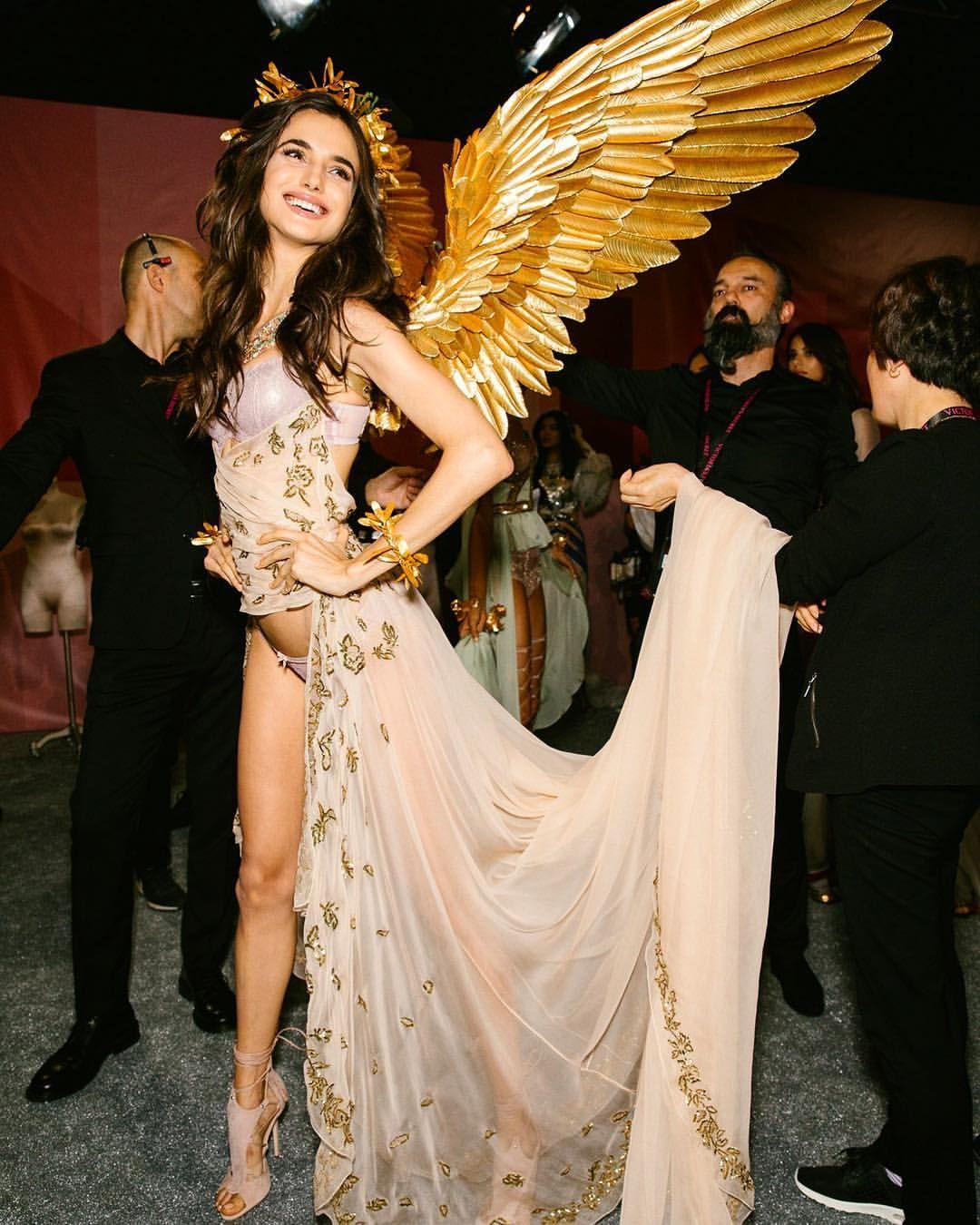 Vicsecret Angels Blanca Padilla: 77.6k Likes, 504 Comments
