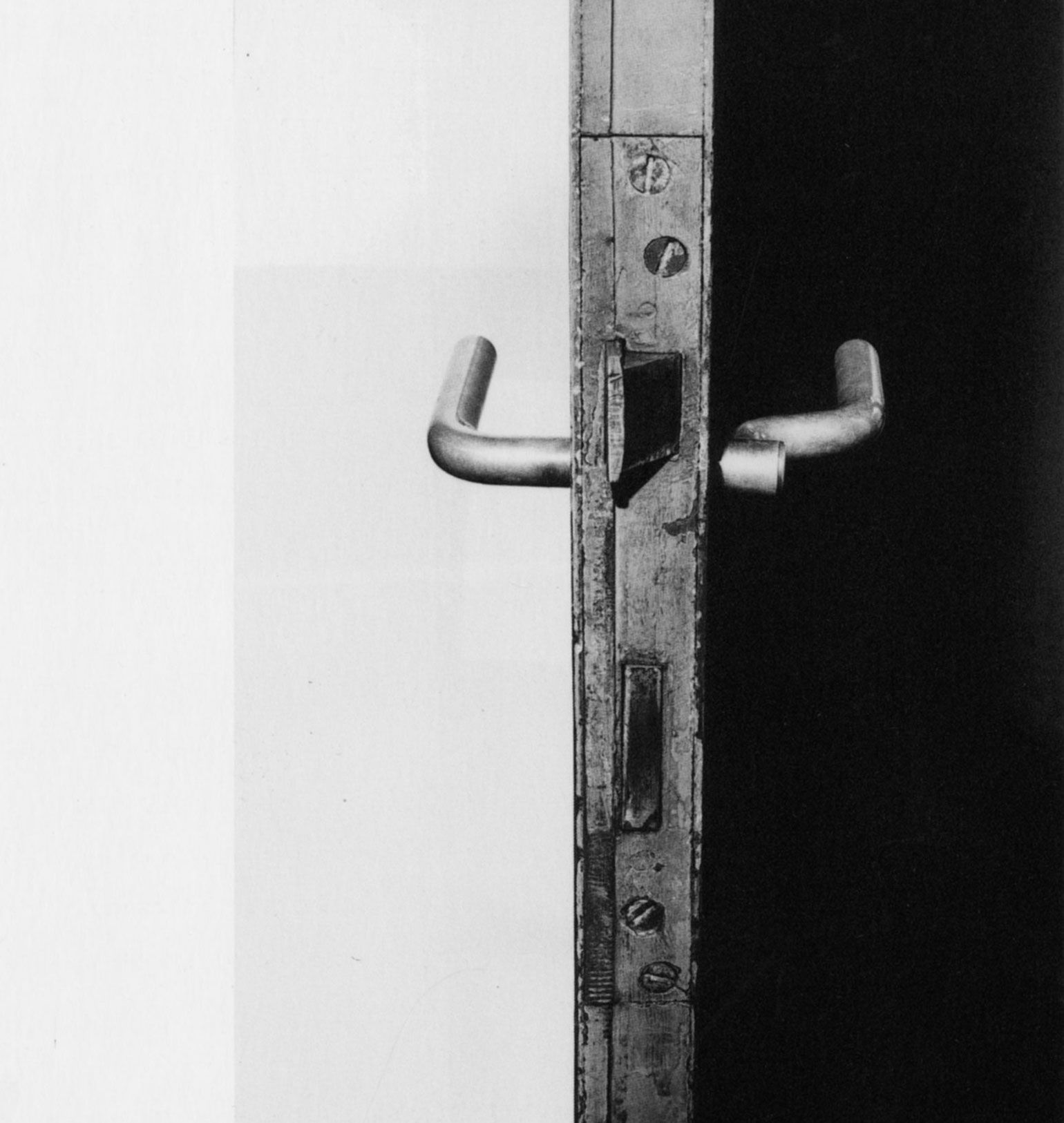 A door handle in the house Ludwig Wittgenstein designed with architect Paul Engelmann 1972 & A door handle in the house Ludwig Wittgenstein designed with ... pezcame.com