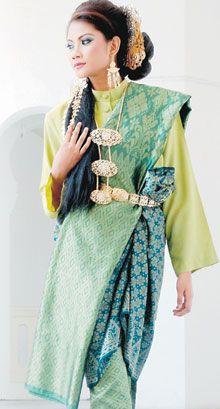 Puteri Perak Traditional Dresses Traditional Outfits Fashion
