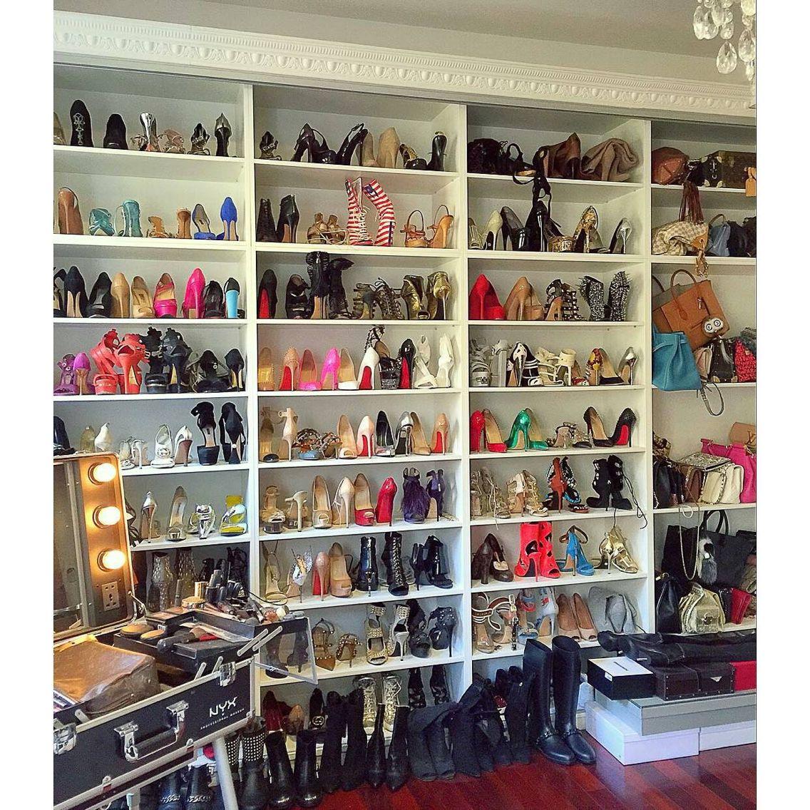 Begehbarer Schuhschrank