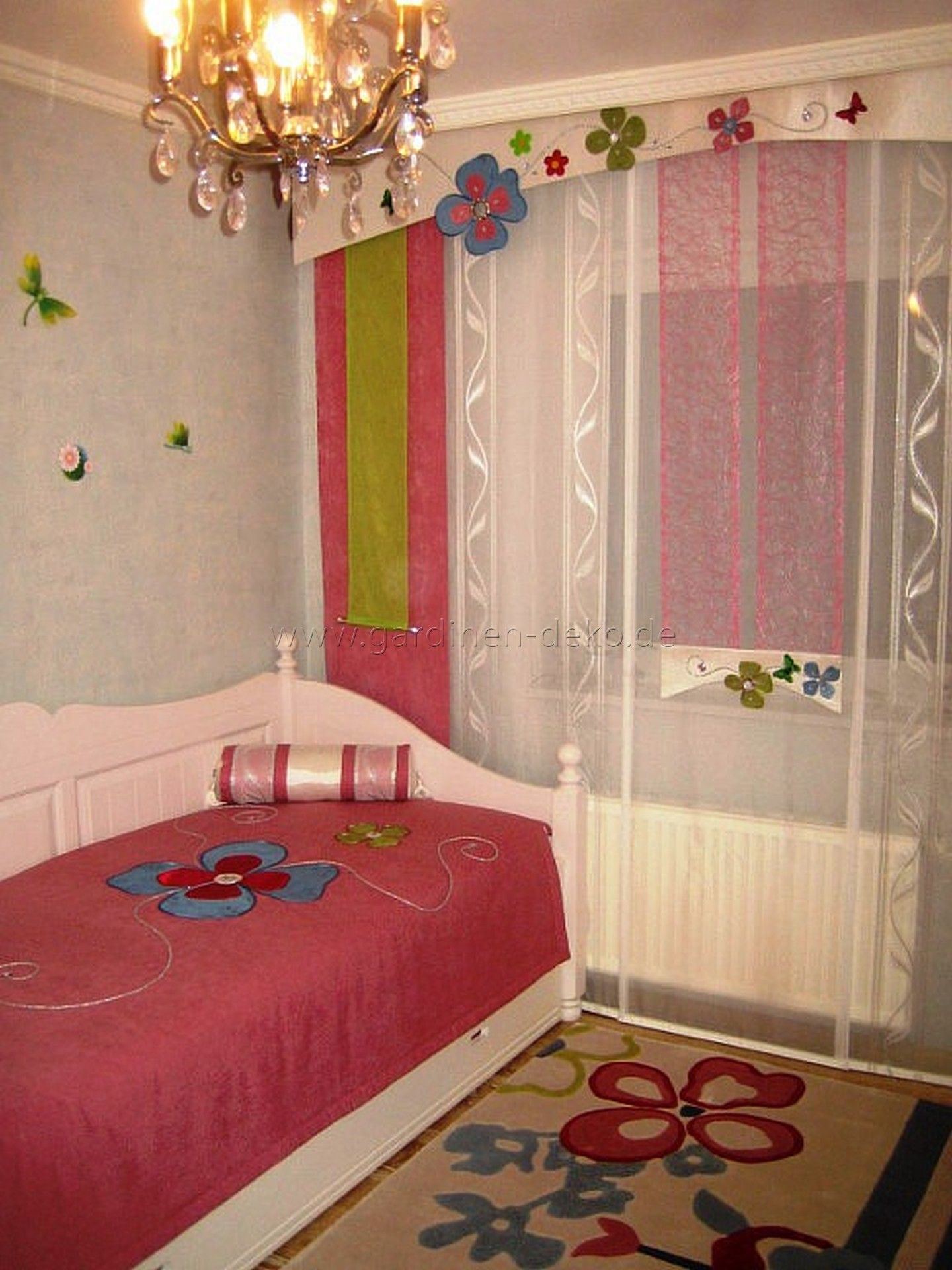kinderzimmer schiebegardine mit blumenschabracke und schal in pink gr n. Black Bedroom Furniture Sets. Home Design Ideas