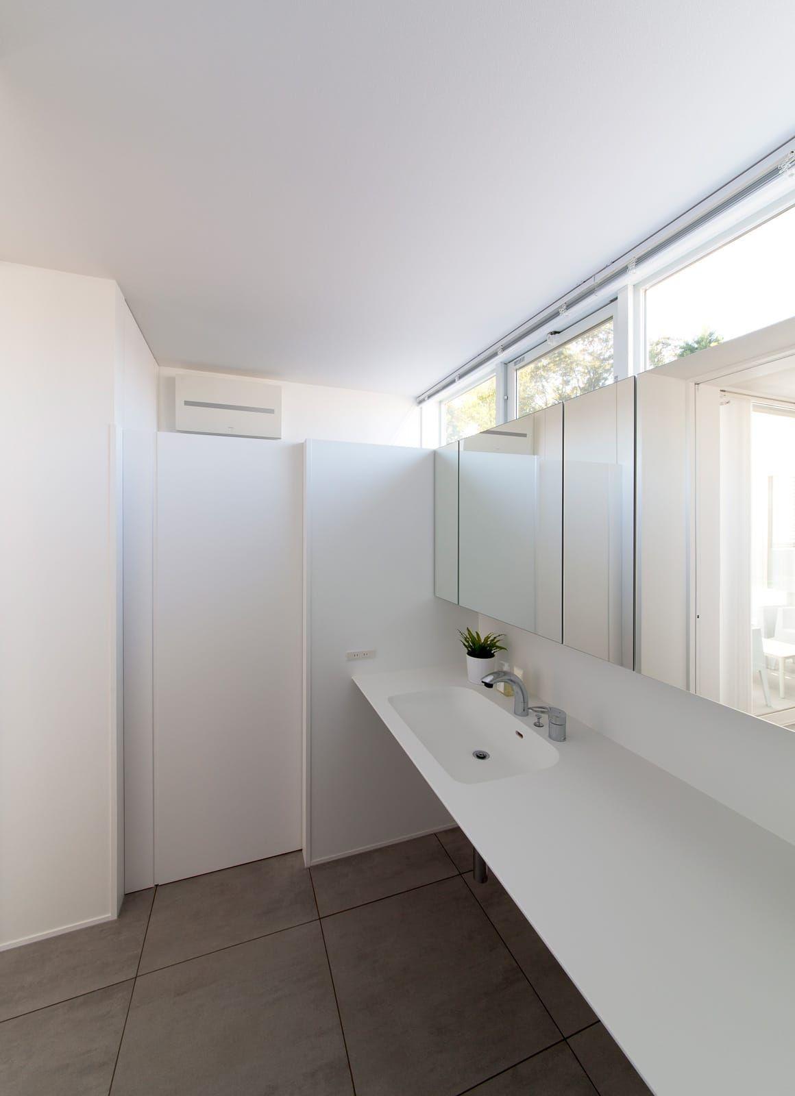 サンルームのある二世帯住宅の浴室 洗面所4 二世帯住宅 住宅