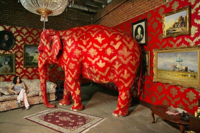 The Elephant In The Room By Banksy Offentliche Kunst Banksy Schablonenkunst