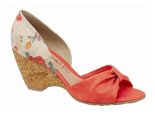 0c364c1fc 4 - O sapato tem o calcanhar estampado e salto tipo anabela de cortiça. Da  Beira Rio. Tel: (51) 3584-2200 Foto: Divulgação