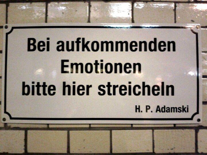 Bei Aufkommenden Emotionen Bitte Hier Streicheln Raumstadtion Emotionen Weisheiten Spruche