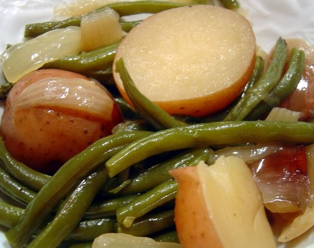 Ham, Green Beans, and Potatoes in slow cooker.     8 red potatoes, scrubbed and halved   1 (16 ounce) package frozen green beans (or fresh)   1 large onion, cut into about eight wedges   2 cups ham, cut into bite sized pieces   1 -2 can vegetable broth or 1 -2 can chicken broth