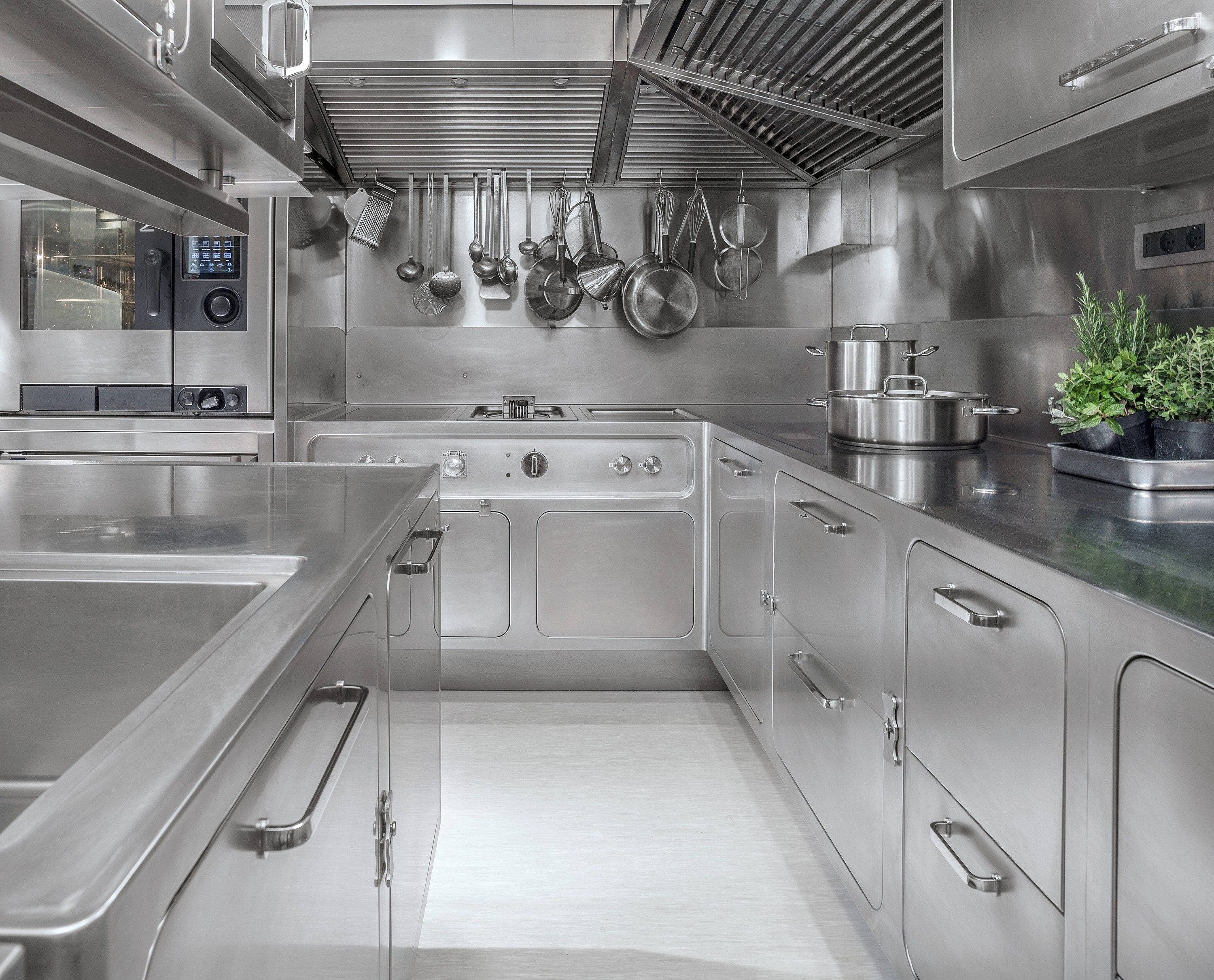 Professional stainless steel kitchen EGO by Abimis is a Prisma ...
