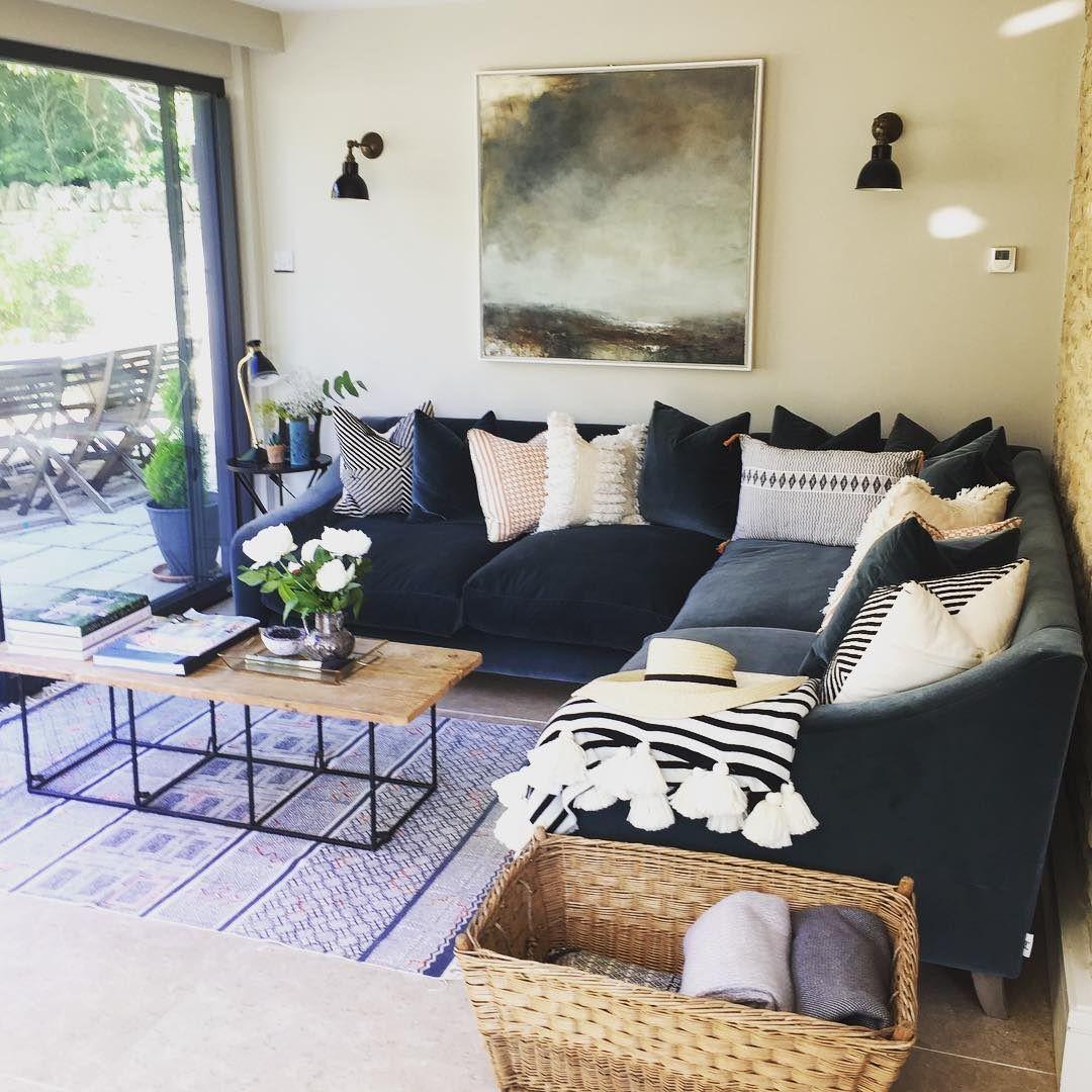 Loaf On Instagram Your Oscar Corner Sofa Looks Seriously Inviting Thekinghamorchard And Plenty Of Room Snug Room Living Room Corner