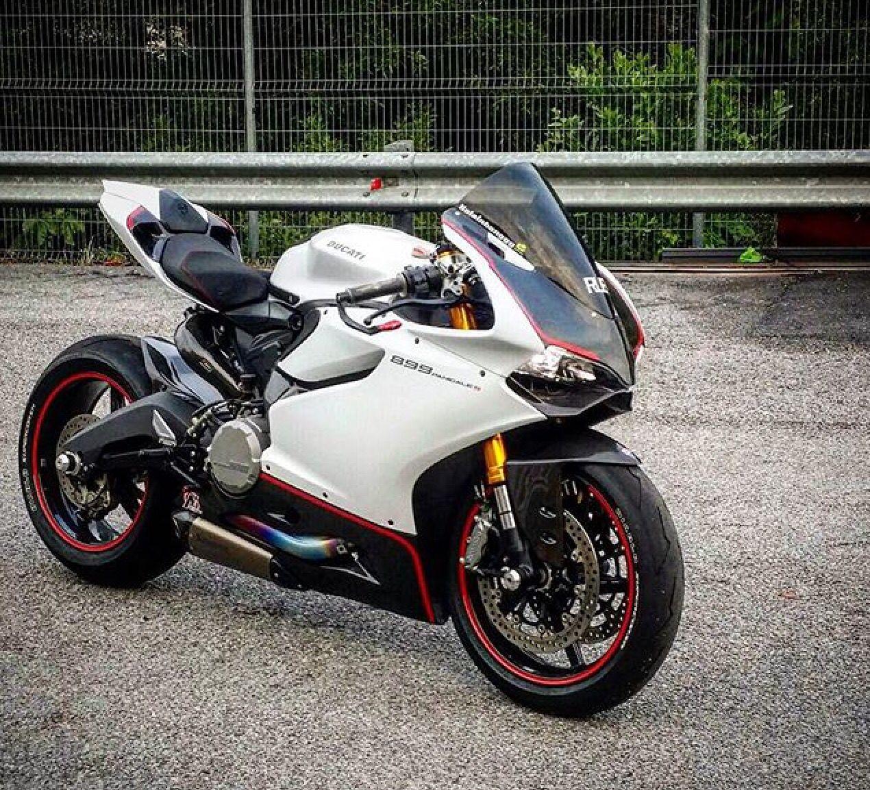 Ducati 899 Panigale.... Nice Color Scheme!